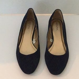 BLUE SUEDE SIZE 8M LOW HEEL SHOES BY MERONA
